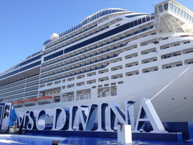 Jamaican cruise line makes first landing in belize for Msc divina immagini